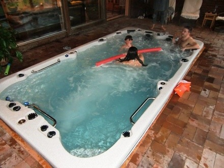 arctic-spas-hot-tub-swim-spa-inside-family